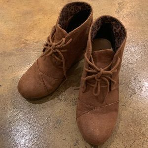 Suede taupe wedge booties
